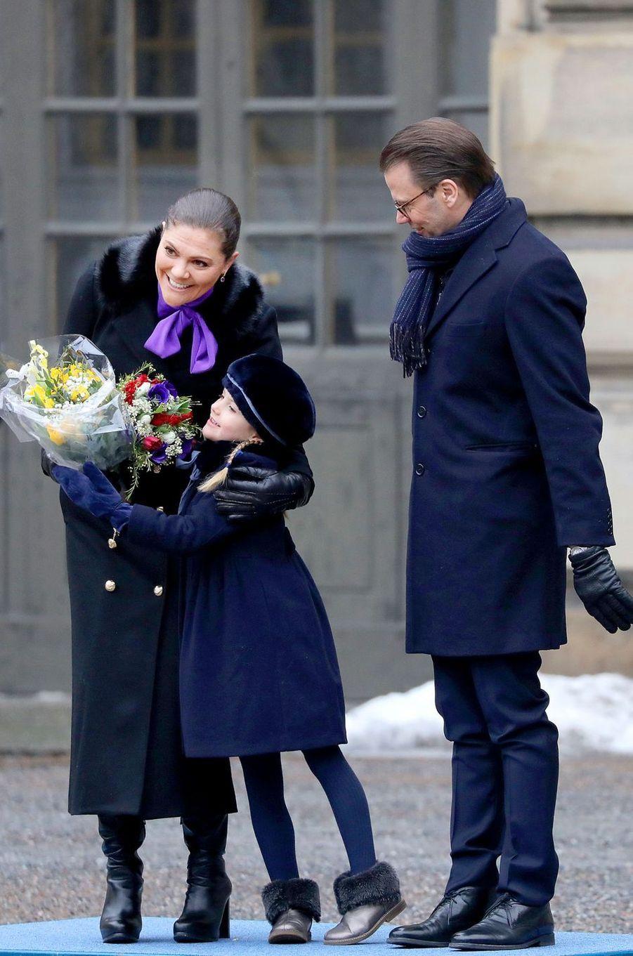 La princesse Estelle de Suède avec la princesse Victoria et le prince Daniel à Stockholm, le 12 mars 2018
