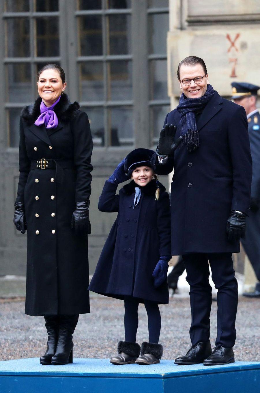 La princesse Estelle de Suède avec ses parents la princesse Victoria et le prince Daniel à Stockholm, le 12 mars 2018