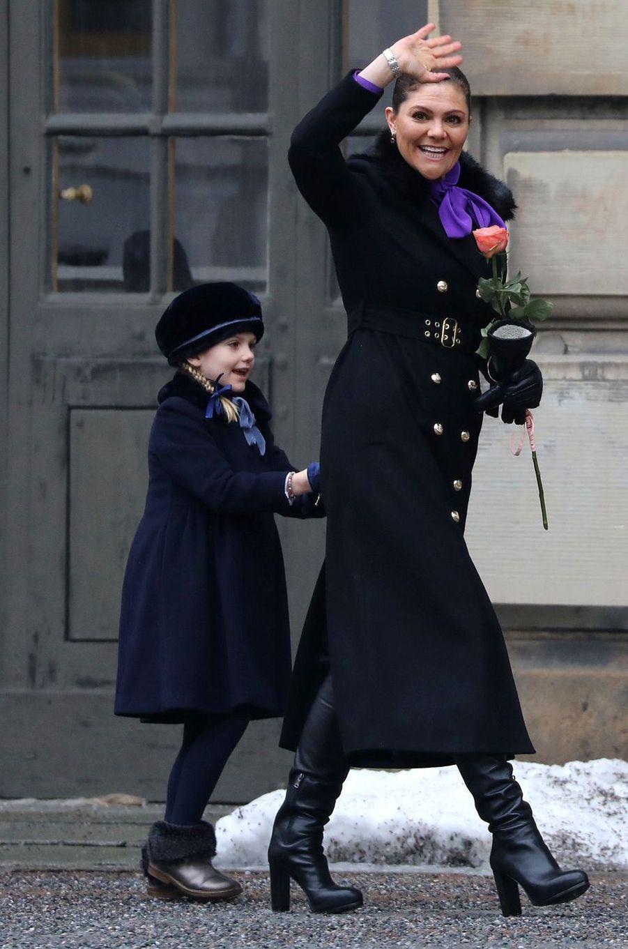 La princesse Estelle de Suède avec la princesse Victoria à Stockholm, le 12 mars 2018