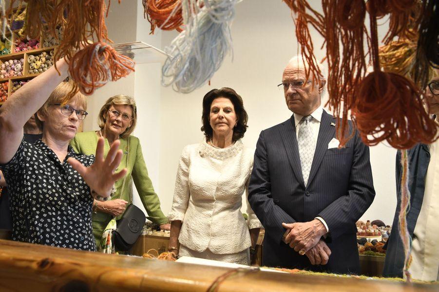 La reine Silvia et le roi Carl XVI Gustaf de Suède à Borlänge, le 6 juin 2019