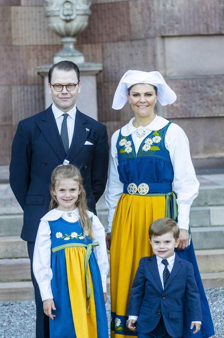 La princesse Victoria de Suède, le prince consort Daniel et leurs enfants à Stockholm, le 6 juin 2019