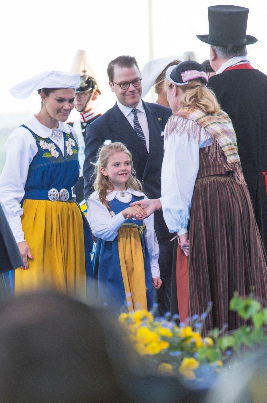 Les princesses Victoria et Estelle de Suède avec le prince consort Daniel à Stockholm, le 6 juin 2019