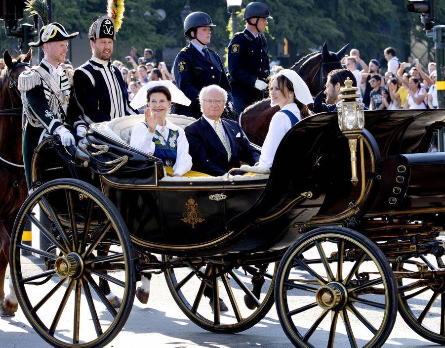 La reine Silvia et le roi Carl XVI Gustaf de Suède avec la princesse Sofia et le prince Carl Philip à Stockholm, le 6 juin 2019