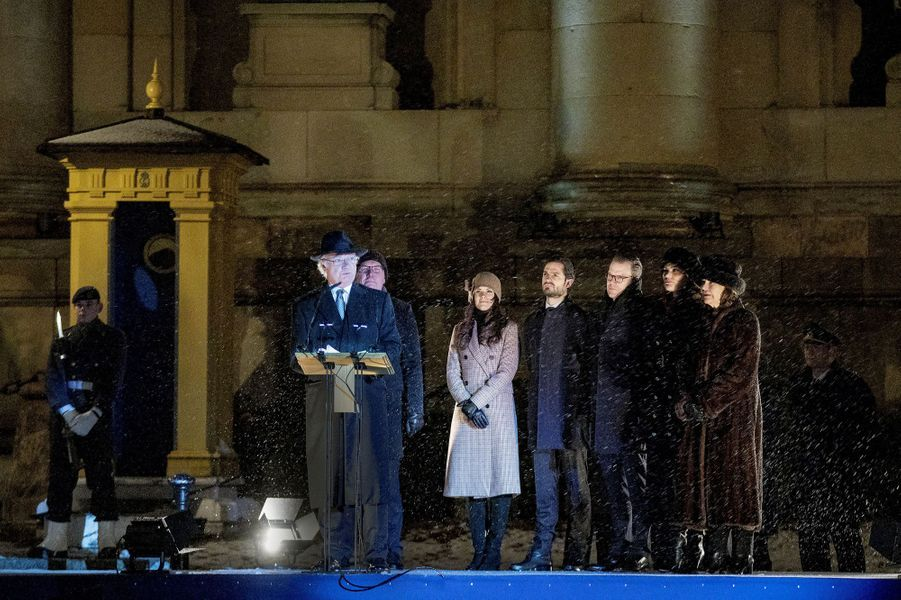 Le roi Carl XVI Gustaf avec la famille royale de Suède à Stockholm, le 18 décembre 2018
