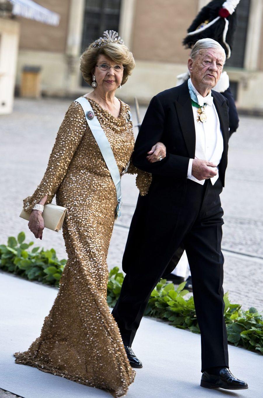 La princesse Désirée de Suède et son mari le baron Niclas Silfverschiöld lors du mariage de la princesse Madeleine, le 8 juin 2013
