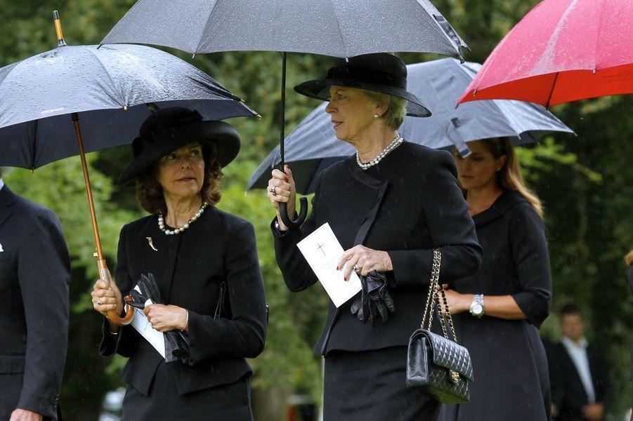 La reine Silvia de Suède avec la princesse Benedikte de Danemark à Trolle-Ljungby, le 12 juillet 2017