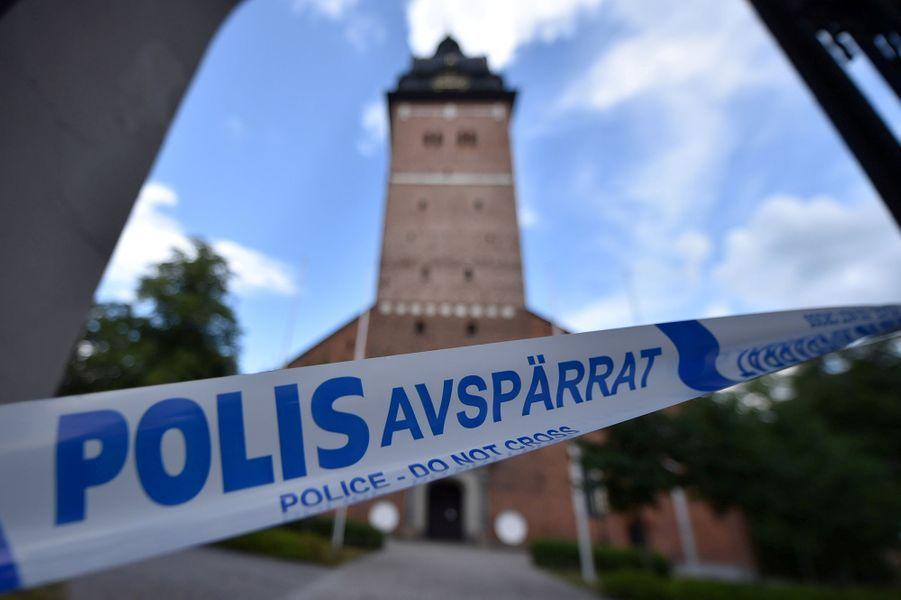 Les voleurs se sont introduits mardi midi dans la cathédrale de Strängnäs, à une centaine de kilomètres à l'est de la capitale Stockholm, et se sont emparés des précieuses reliques du XVIIe sans être inquiétés.