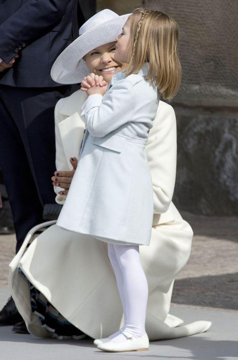 La princesse Estelle de Suède avec la princesse Victoria à Stockholm, le 30 avril 2016
