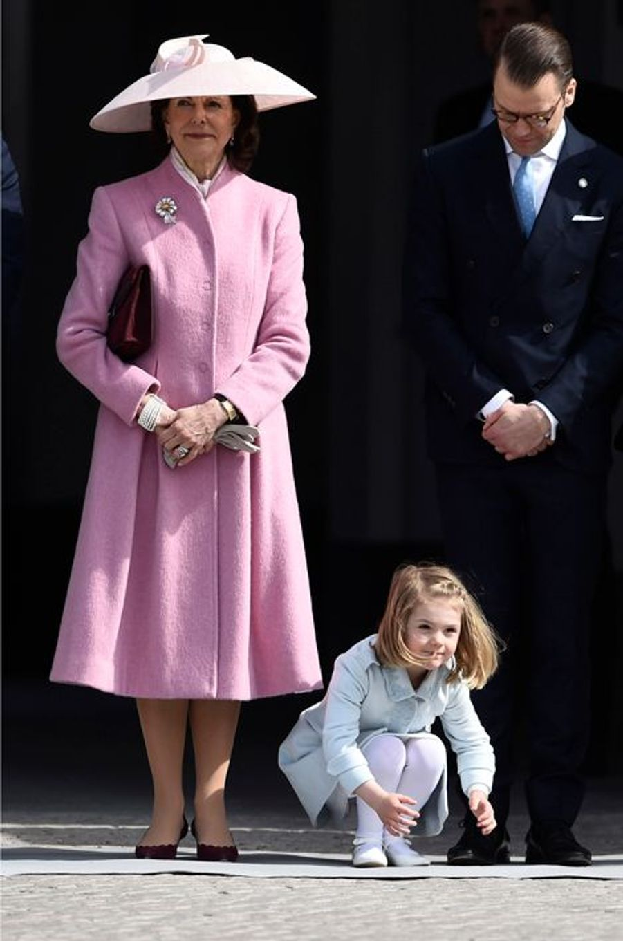 La princesse Estelle de Suède avec la reine Silvia et le prince Daniel à Stockholm, le 30 avril 2016