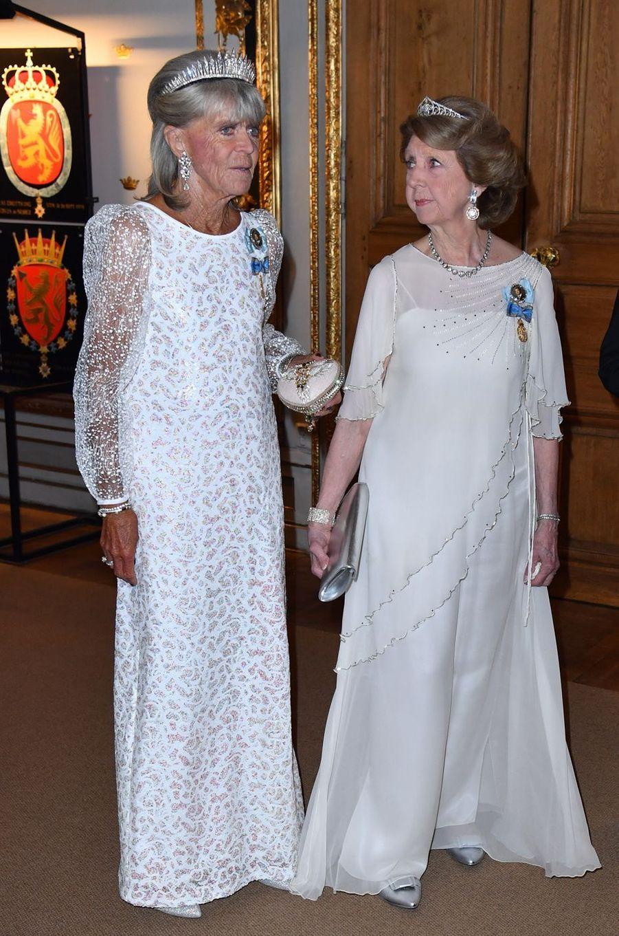 La princesse Birgitta de Suède avec sa soeur la princesse Désirée, le 30 avril 2016