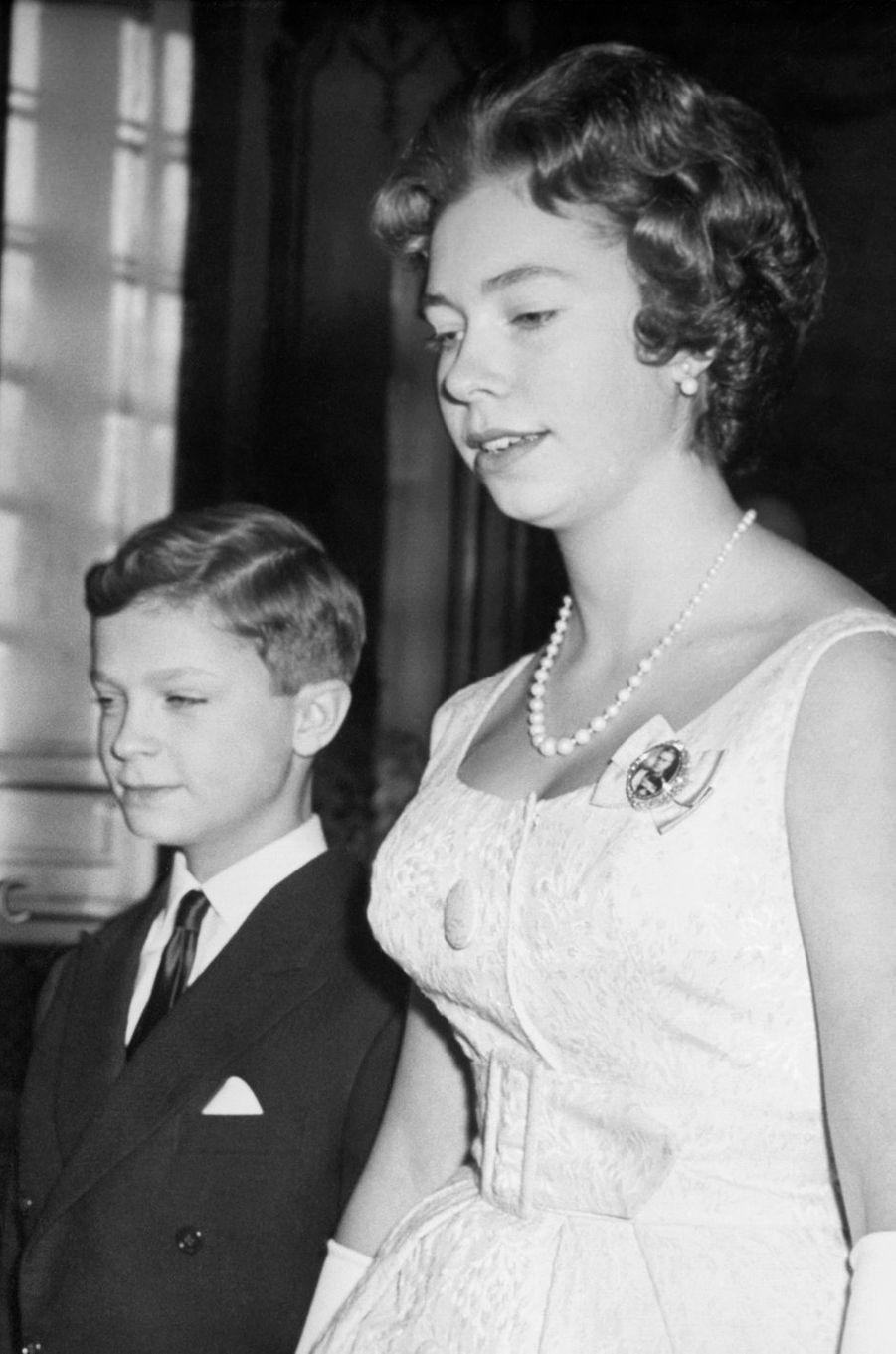 La princesse Christina de Suède avec son petit frère le prince Carl Gustaf, en avril 1961