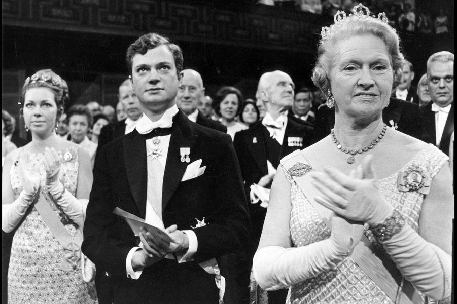 La princesse Christina de Suède avec son frère le prince Carl Gustaf et leur mère la princesse Sibylla, le 10 décembre 1967