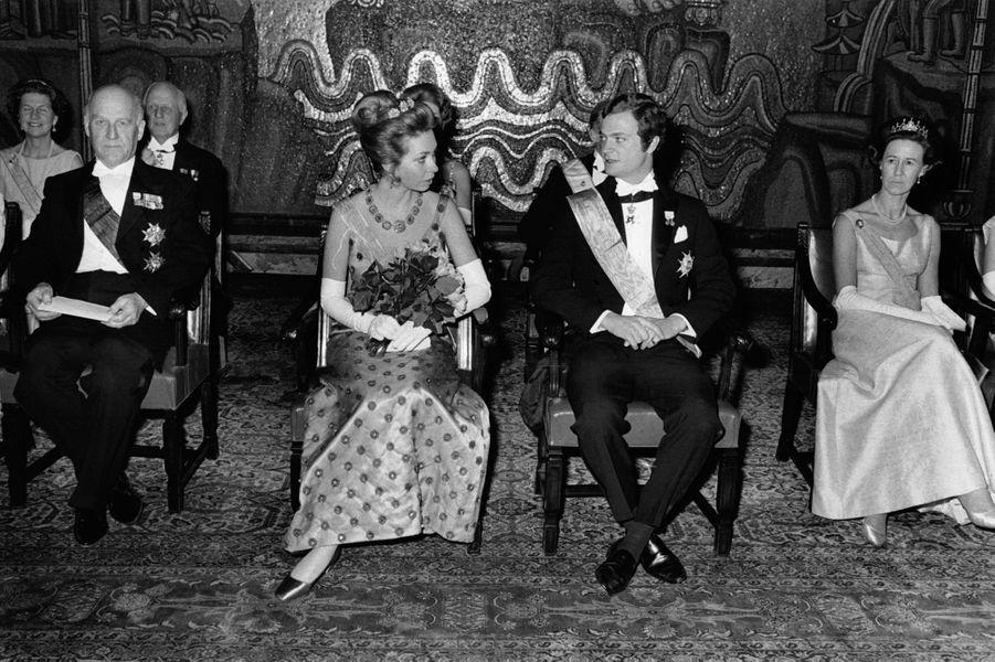 La princesse Christina de Suède avec son frère le prince héritier Carl Gustaf, le 14 mars 1970