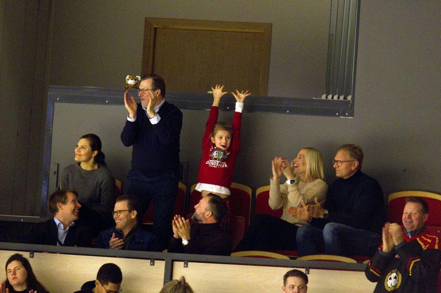 Les princesses Victoria et Estelle de Suède avec le prince Daniel et ses parents à Gävle, le 26 décembre 2019