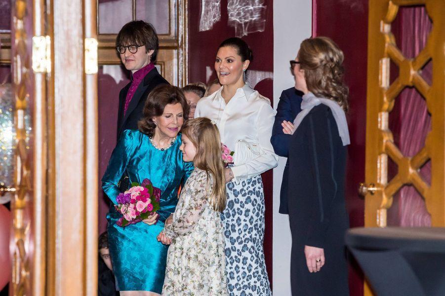 Les princesses Victoria et Estelle avec la reine Silvia de Suède à Stockholm, le 13 février 2020
