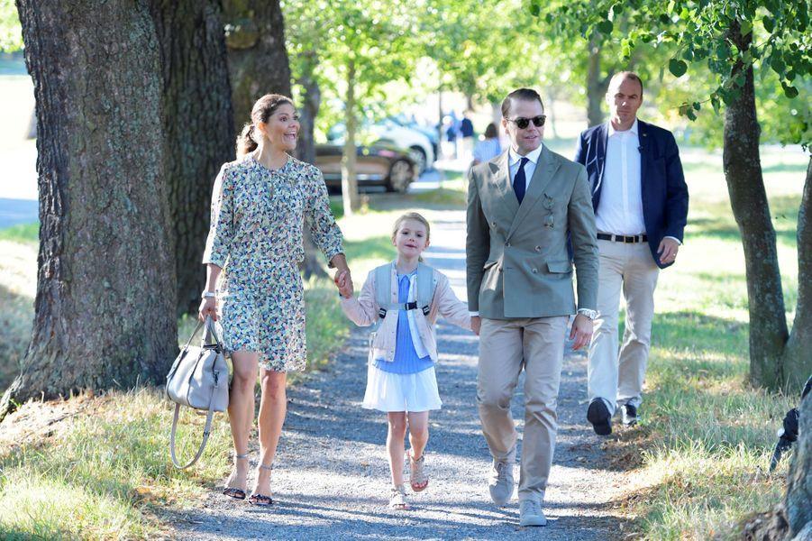 La princesse Estelle de Suède, avec ses parents la princesse Victoria et le prince Daniel, à Stockholm le 21 août 2018
