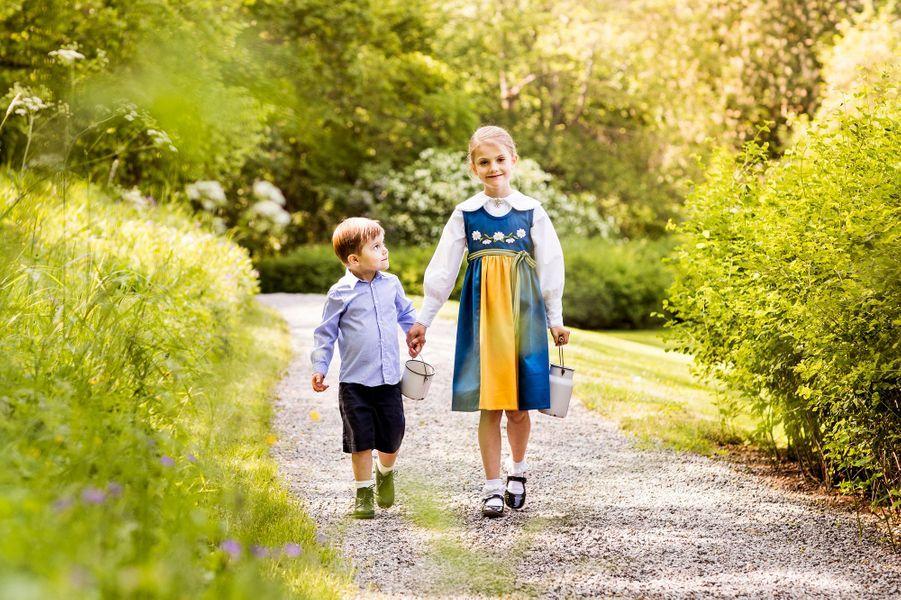 La princesse Estelle et le prince Oscar de Suède au château de Haga à Solna, le 6 juin 2019