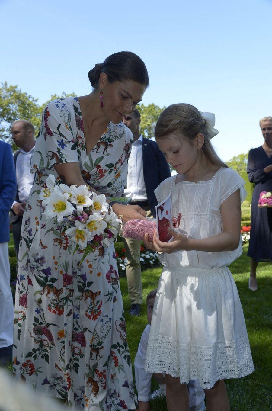 Les princesses Victoria et Estelle de Suède au château de Solliden sur l'île d'Öland, le 14 juillet 2019