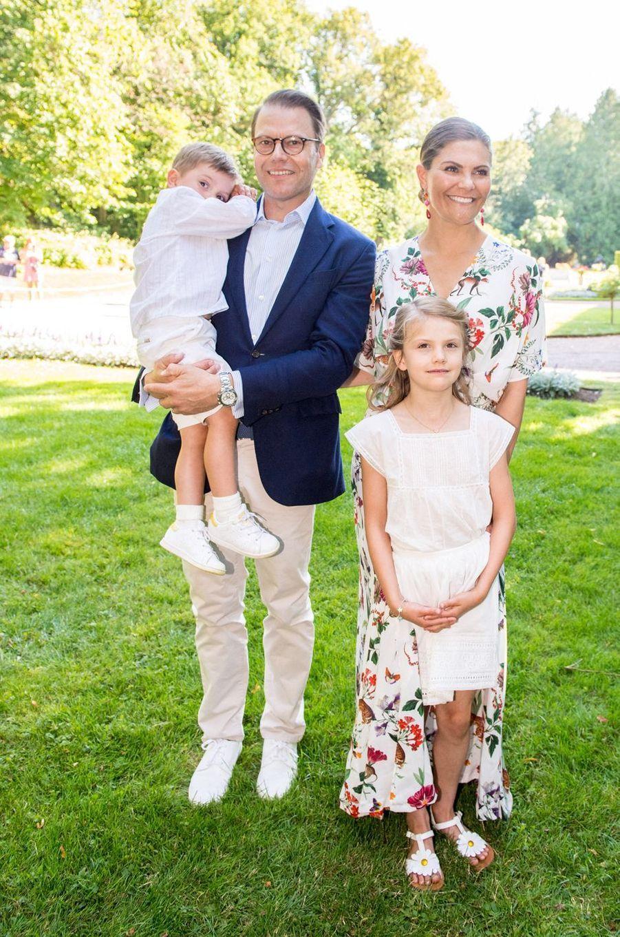 Les princesses Victoria et Estelle et les princes Daniel et Oscar de Suède au château de Solliden sur l'île d'Öland, le 14 juillet 2019