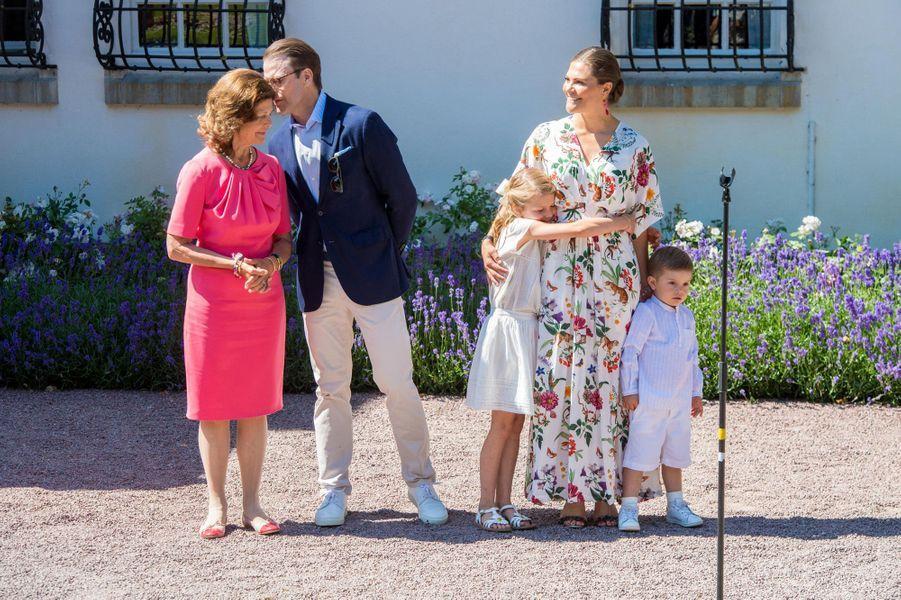 Les princesses Victoria et Estelle, les princes Daniel et Oscar, la reine Silvia de Suède au château de Solliden sur l'île d'Öland, le 14 juillet 2019
