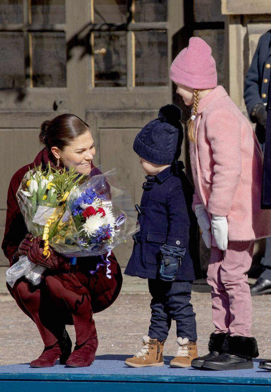 La princesse Victoria de Suède avec la princesse Estelle et le prince Oscar à Stockholm, le 12 mars 2019
