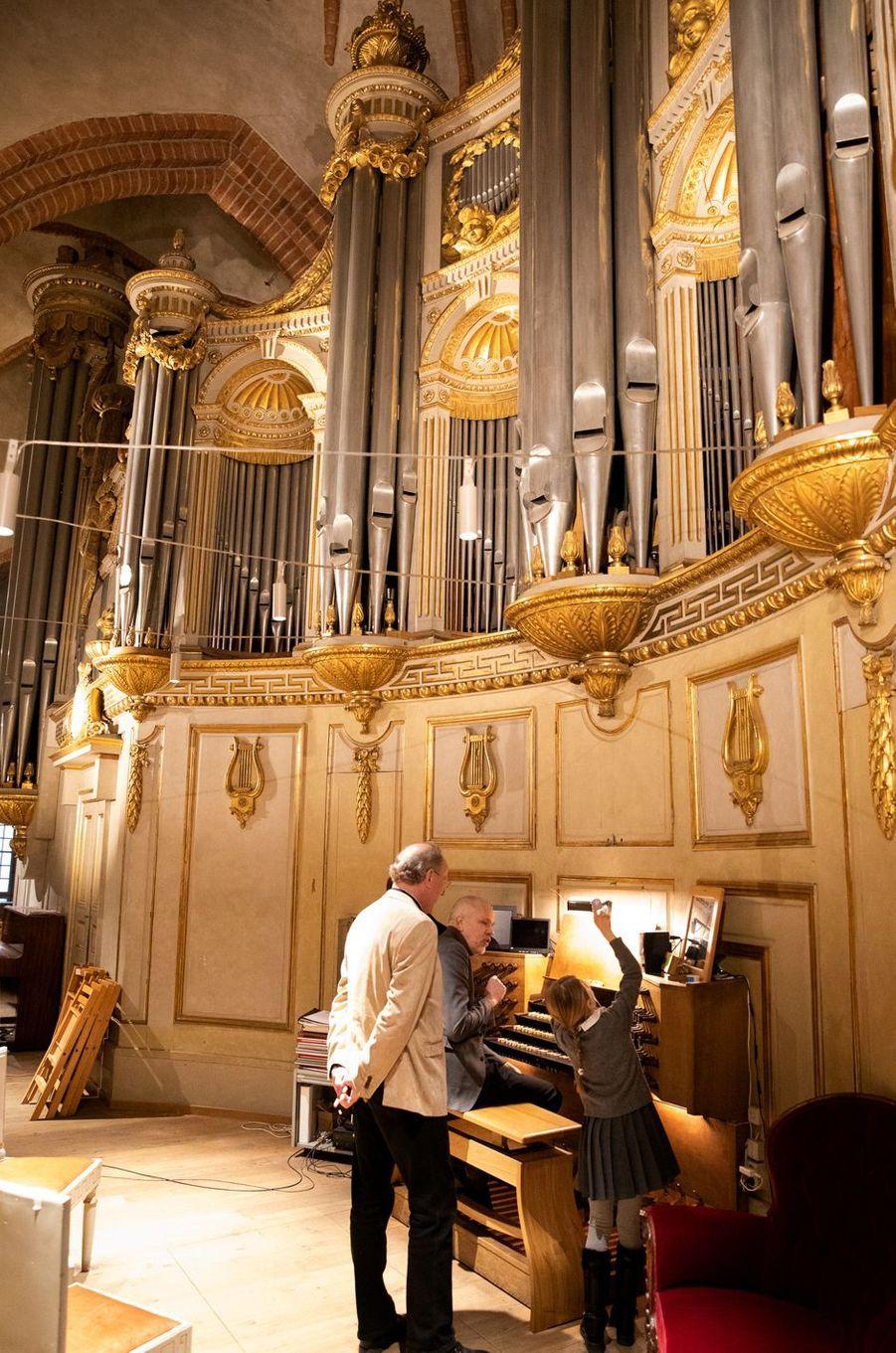La princesse Estelle de Suède à la tribune de l'orgue de la Storkyrkan, la cathédrale de Stockholm, le 17 février 2020