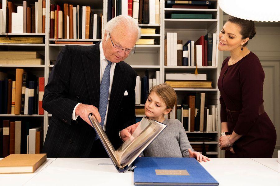 Les princesses Estelle et Victoria et le roi Carl XVI Gustaf de Suède à Stockholm, le 21 janvier 2019