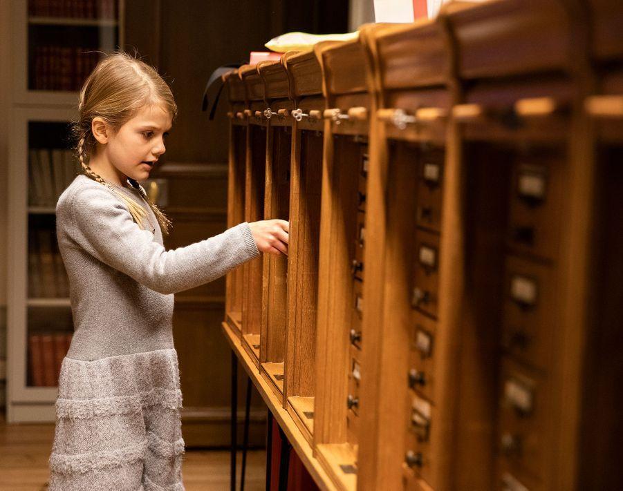 Les princesses Estelle de Suède dans la bibliothèque Bernadotte à Stockholm, le 21 janvier 2019
