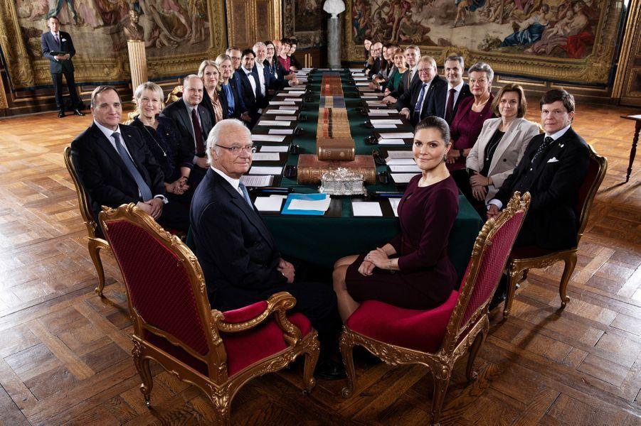 La princesse Victoria et le roi Carl XVI Gustaf de Suède avec le nouveau gouvernement suédois à Stockholm, le 21 janvier 2019