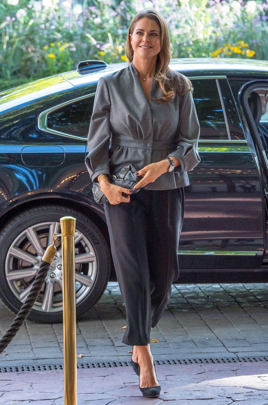 La princesse Madeleine de Suède en total look gris à Stockholm, le 13 septembre 2017