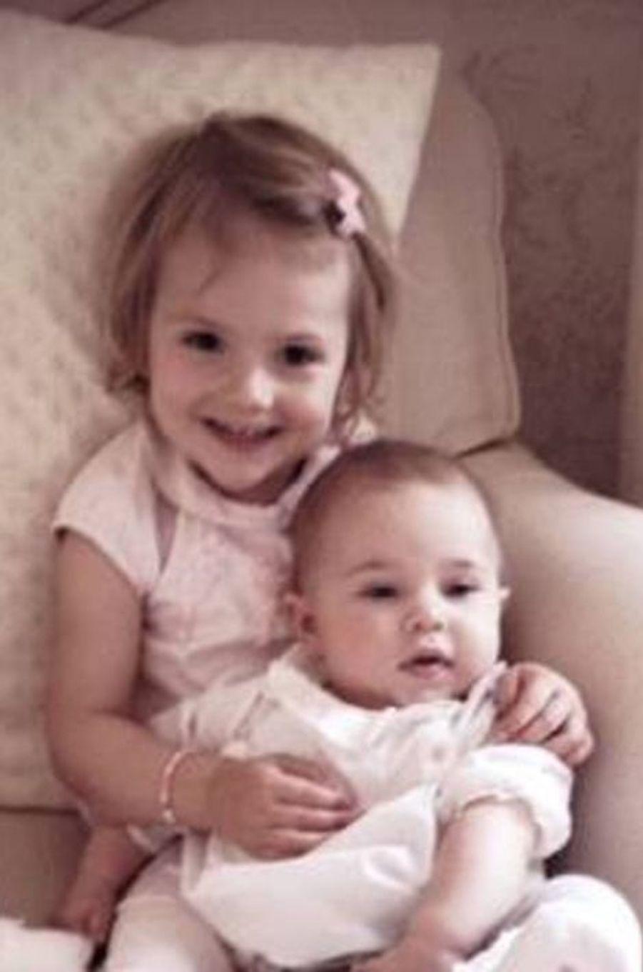 Les princesses Leonore et Estelle de Suède, photo postée par la princesse Madeleine sur sa page Facebook le 14 septembre 2014