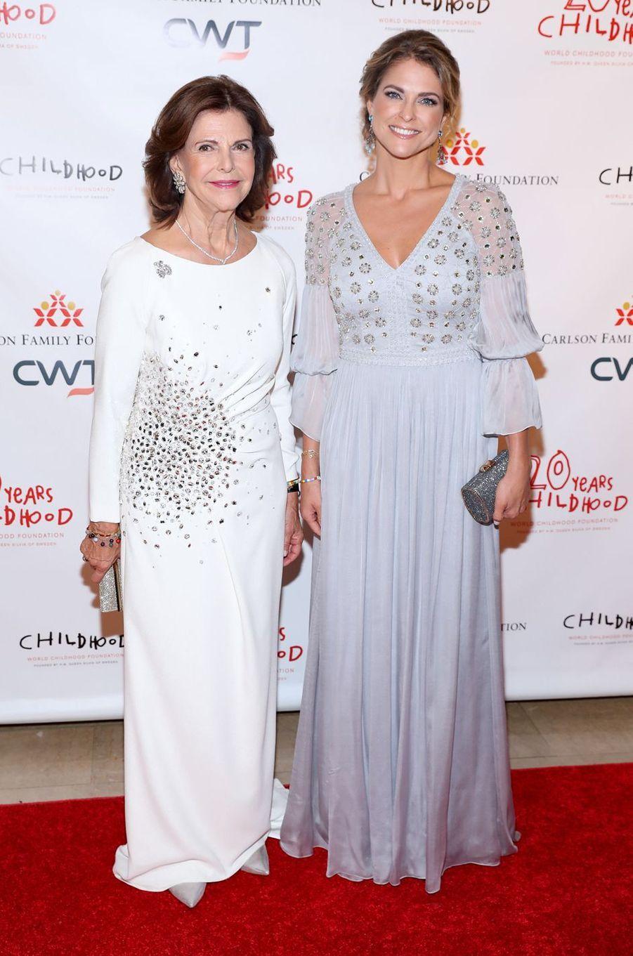 La reine Silvia et sa fille la princesse Madeleine de Suède, en Temperley London, à New York le 1er octobre 2019
