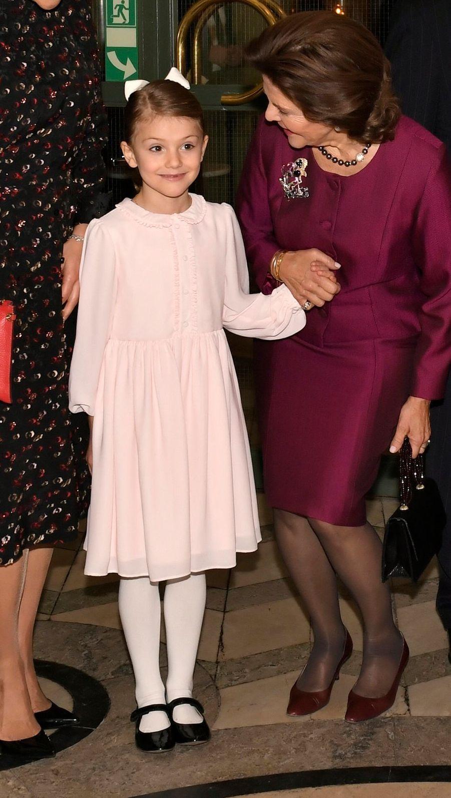 La reine Silvia de Suède et la princesse Estelle à Stockholm, le 18 décembre 2018