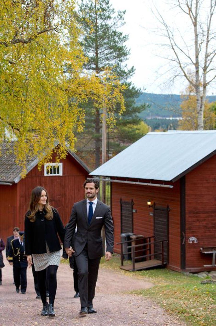 La princesse Sofia et le prince Carl Philip de Suède à Älvdalen, le 6 octobre 2015