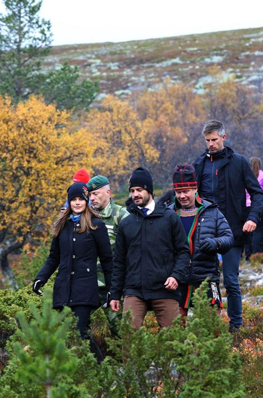 La princesse Sofia et le prince Carl Philip de Suède dans les montagnes de Grovelsjon, le 6 octobre 2015