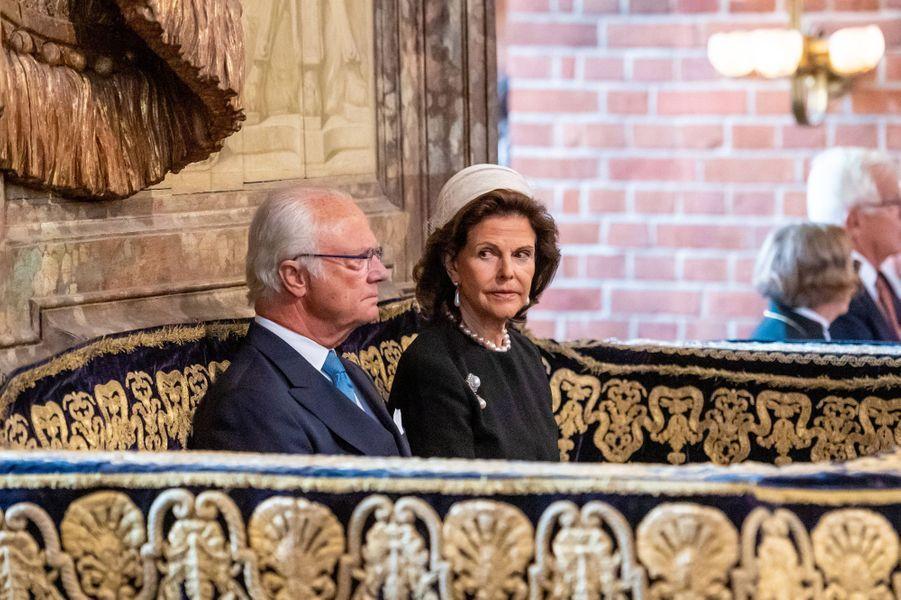 La reine Silvia et le roi Carl XVI Gustaf de Suède dans la cathédrale de Stockholm, le 10 septembre 2019