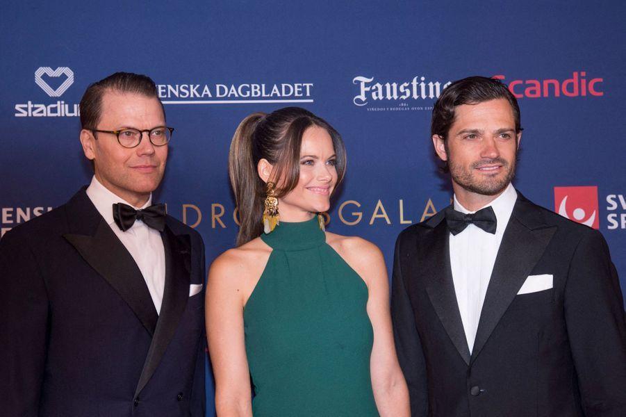 La princesse Sofia de Suède encadrée de son beau-frère le prince consort Daniel et de son mari le prince Carl Philip à Stockholm, le 27 janvier 2020