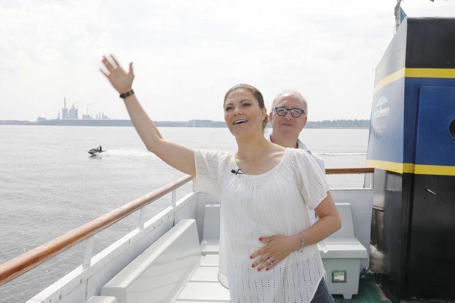 La princesse Victoria de Suède à son arrivée en bateau dans le Gästrikland, le 7 juin 2019