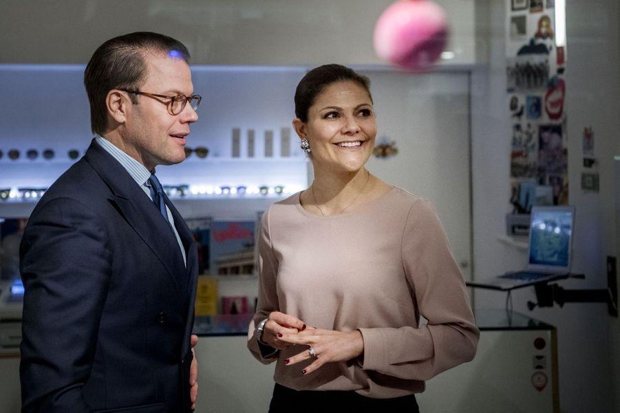 Le Prince Oscar, La Princesse Victoria De Suède Et Le Prince Daniel À Milan 12