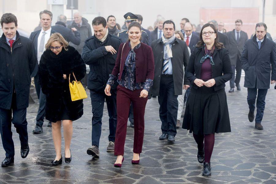 Le Prince Oscar, La Princesse Victoria De Suède Et Le Prince Daniel À Milan 19