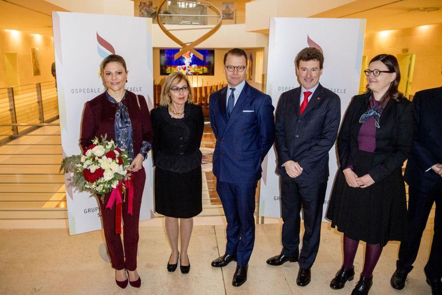 Le Prince Oscar, La Princesse Victoria De Suède Et Le Prince Daniel À Milan 22