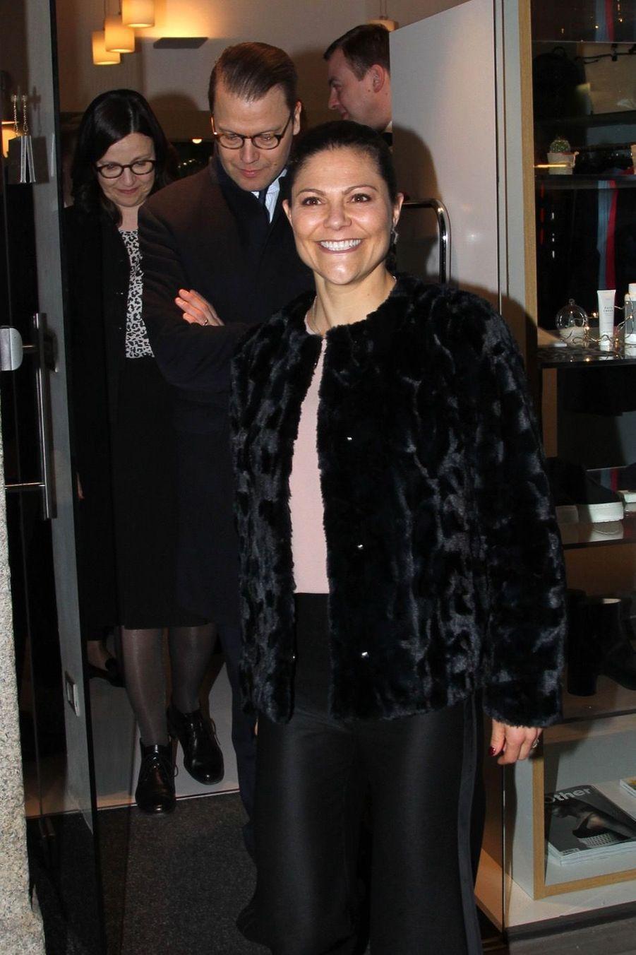 Le Prince Oscar, La Princesse Victoria De Suède Et Le Prince Daniel À Milan 25