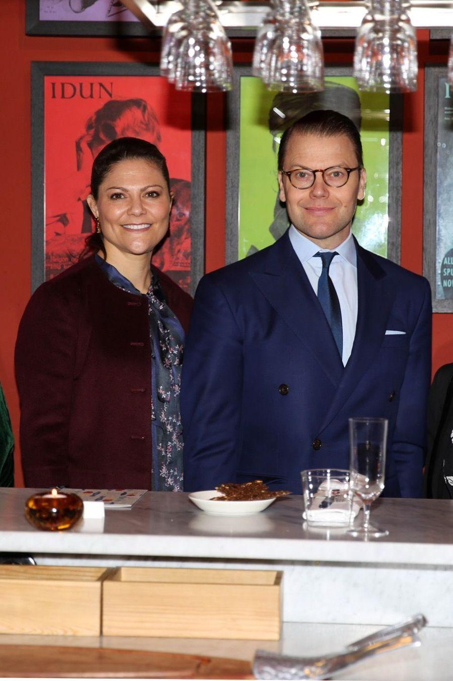 Le Prince Oscar, La Princesse Victoria De Suède Et Le Prince Daniel À Milan 28