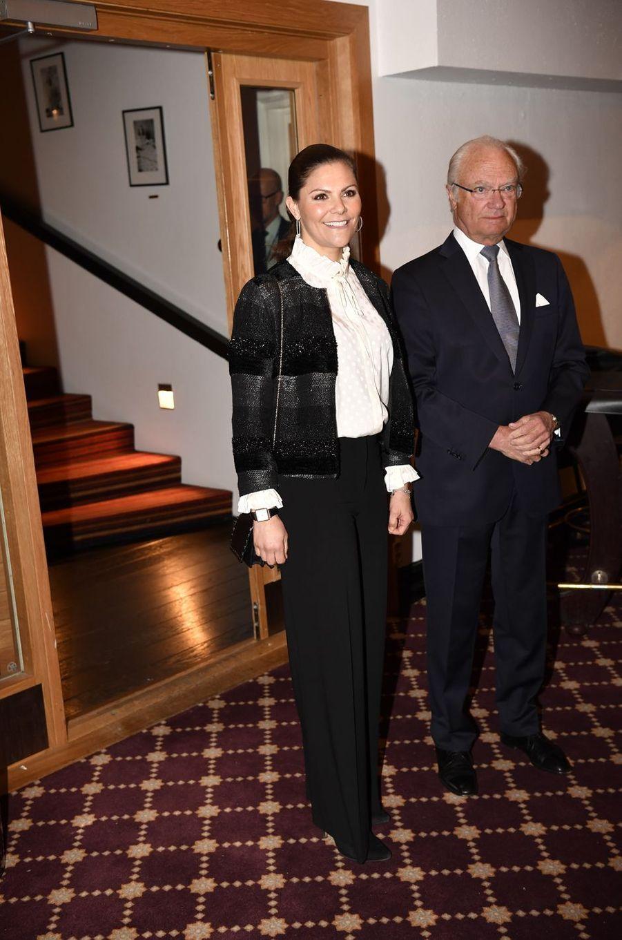 La princesse Victoria et le roi Carl XVI Gustaf de Suède à Sälen, le 13 janvier 2018