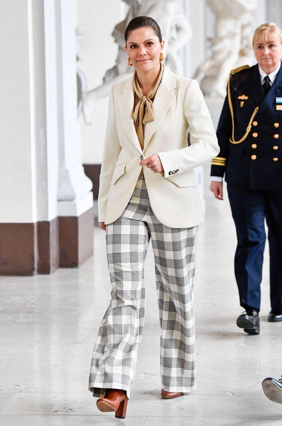 La princesse Victoria de Suède dans un look griffé Baum und Pferdgarten à Stockholm, le 12 mars 2020