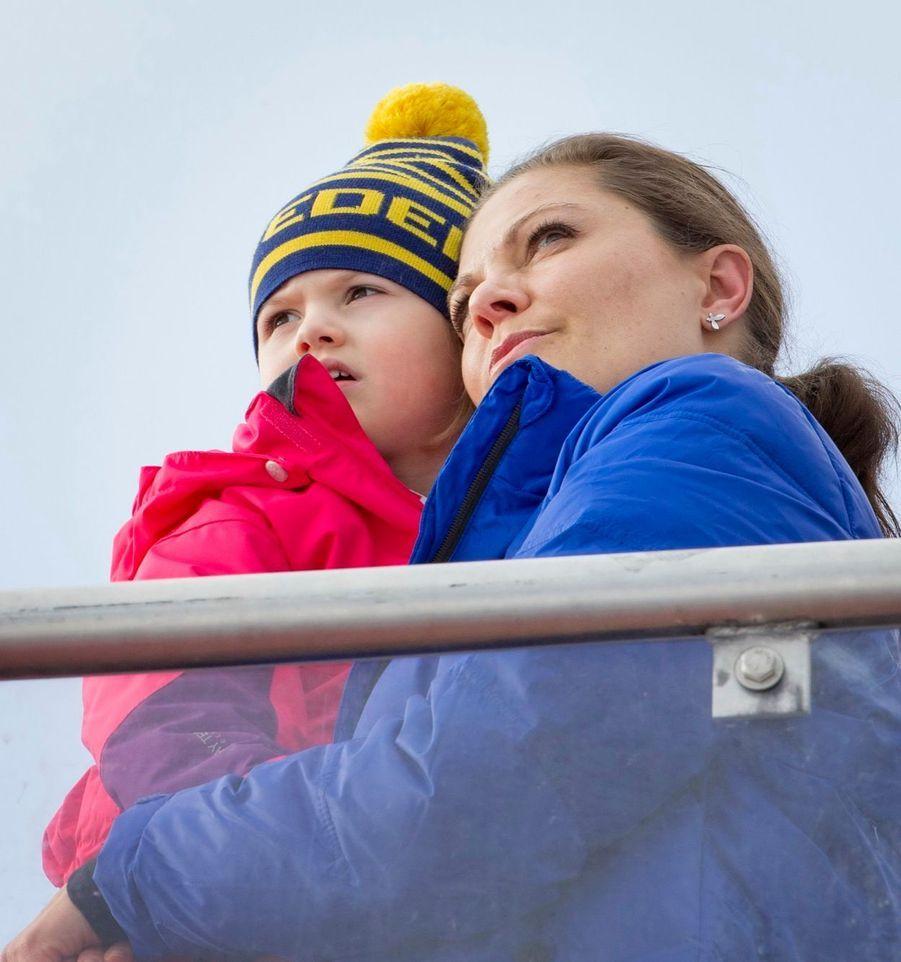 La princesse Victoria de Suède et sa fille Estelle, en février 2015