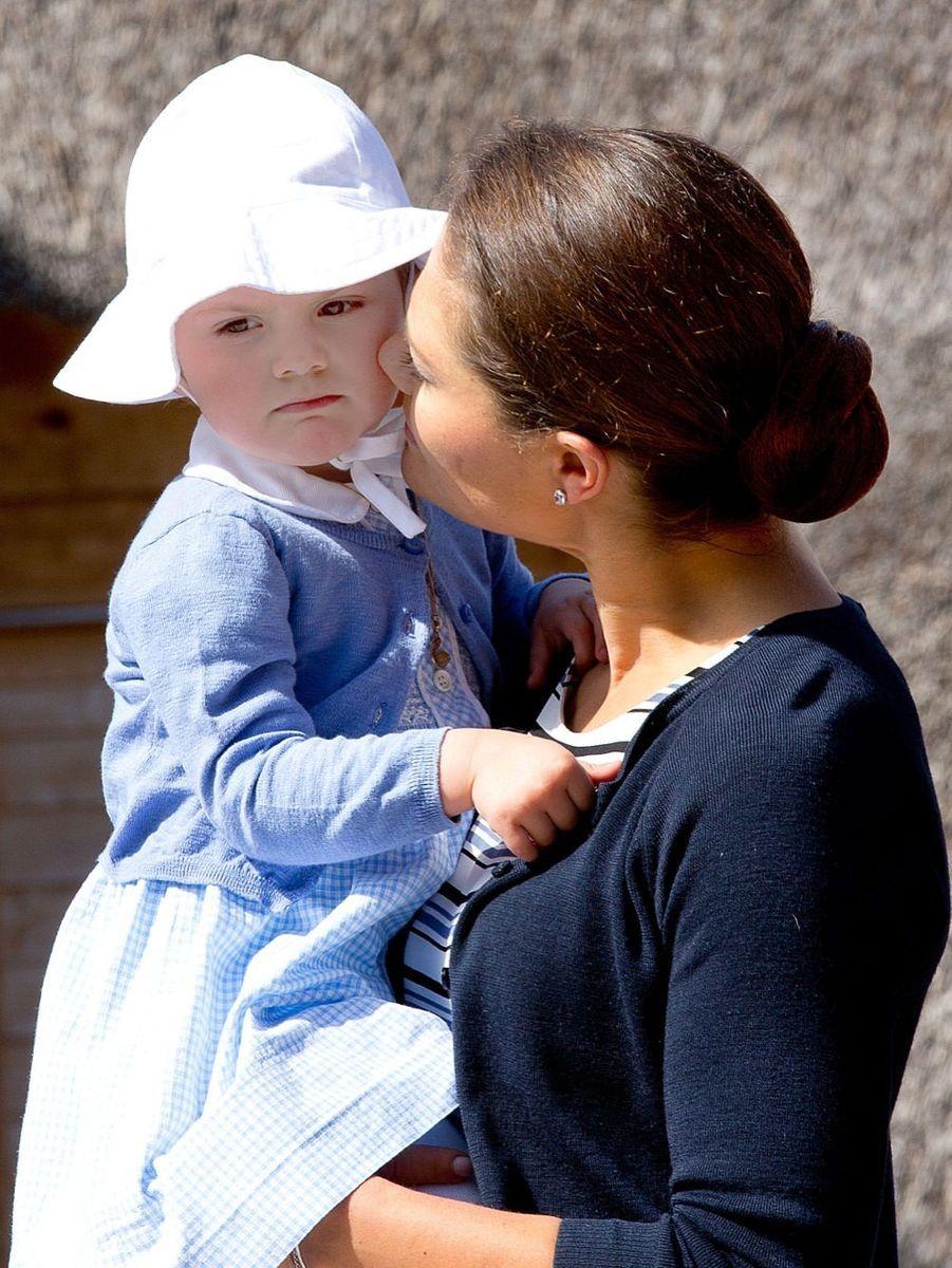 La princesse Victoria de Suède et sa fille Estelle, en mai 2014