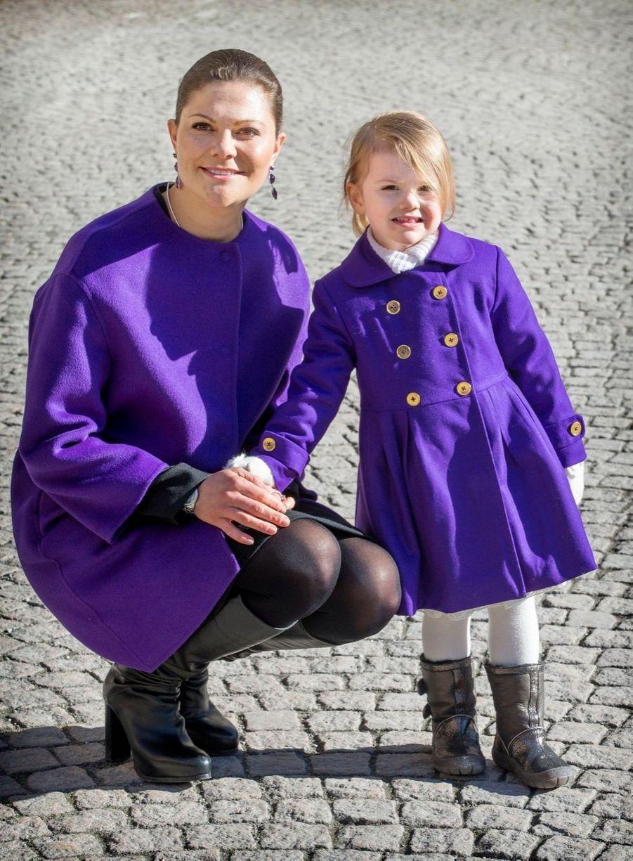 La princesse Victoria de Suède et sa fille Estelle, en mars 2015