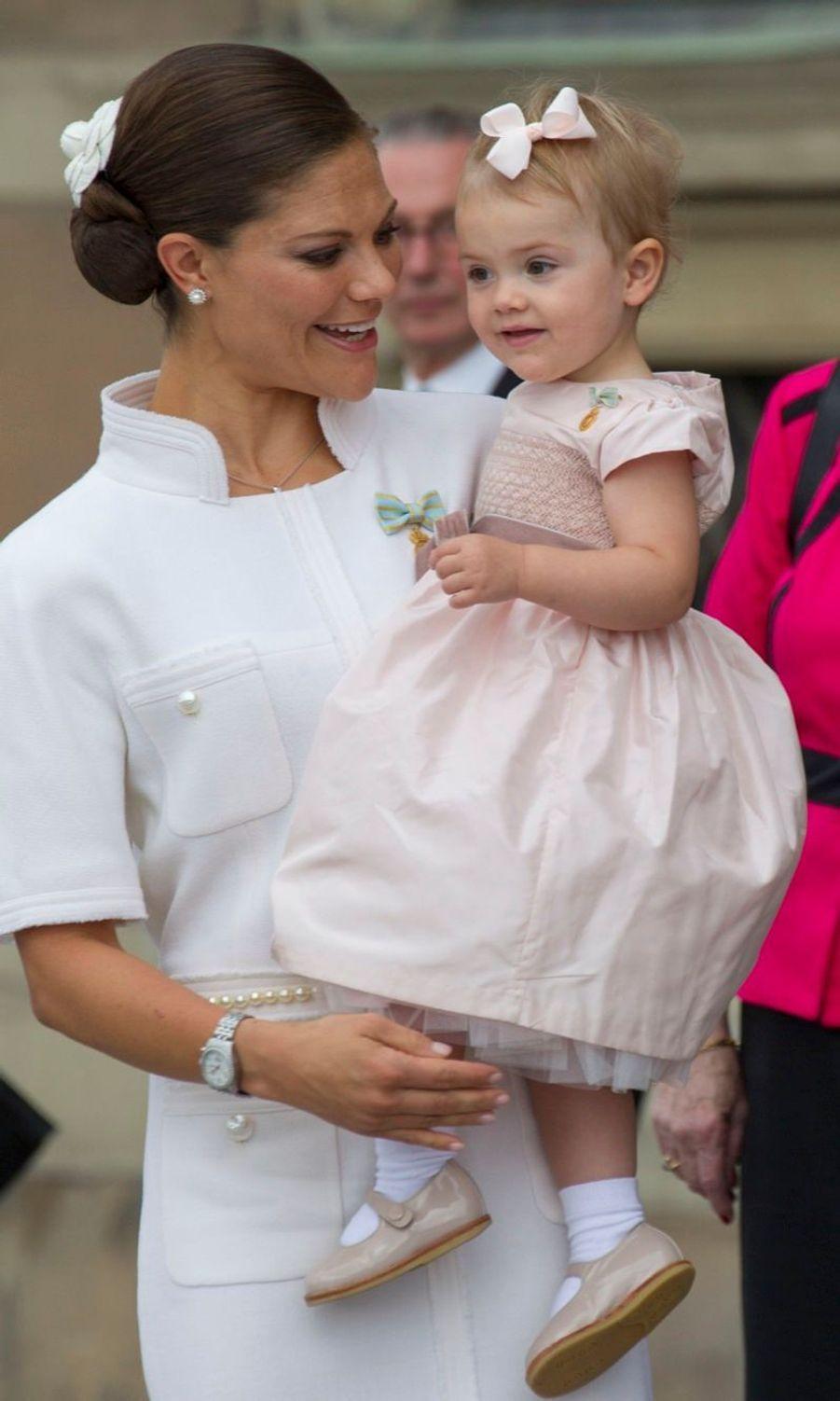 La princesse Victoria de Suède et sa fille Estelle, en septembre 2013