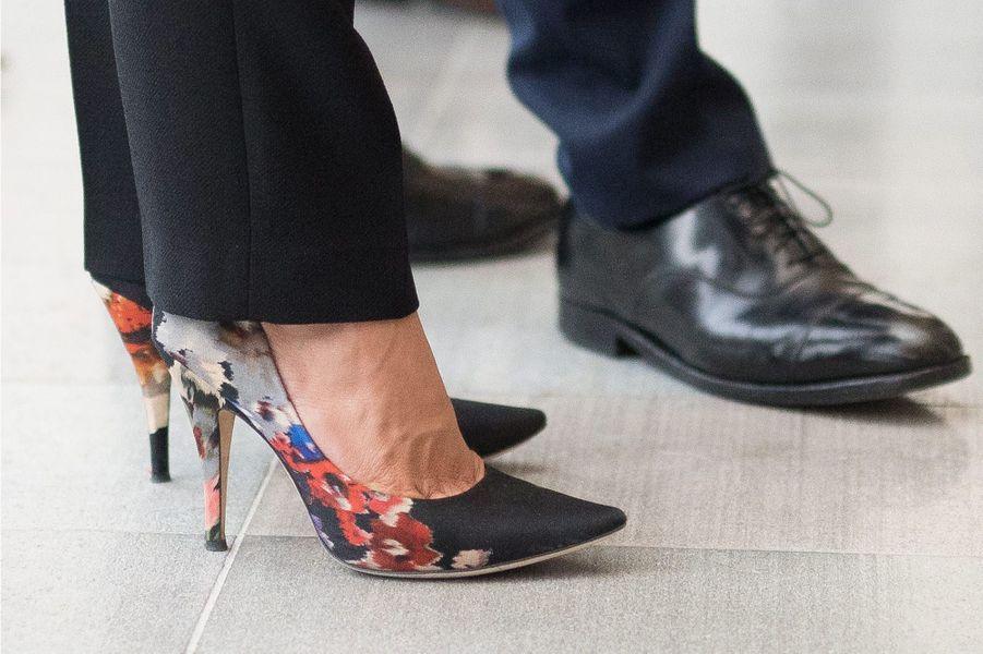 Zoom sur les chaussures de la princesse Victoria de Suède à Göteborg, le 10 septembre 2015
